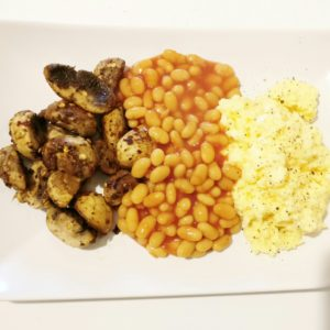 Scrambled eggs with mushrooms & beans
